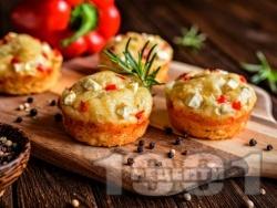 Домашни солени мъфини със сирене и червени чушки - снимка на рецептата